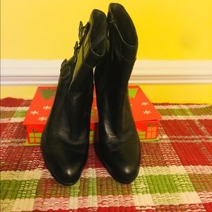 Born ankle boots black leather size 8 1/2